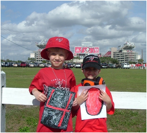 july-24-2007-boys-cheering-for-mike-alstott