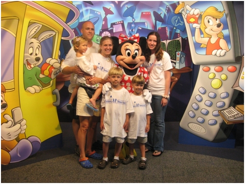 august-29-2007-give-kids-the-world-disney-photo-with-minnie-mouse